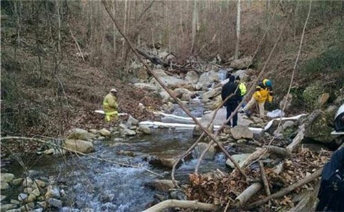 Image credit: Assistant Chief Danny Hague, Chattanooga Fire Department Posted: 09 Jan, 2017 Gasoline Pipeline Leak Still Not Found A pipeline leak was reported early on Saturday morning in the Shoal Creek area of Chattanooga, Tennessee.  The pipeline, owned by Colonial Pipeline, was reported to have had a 'very small leak of gasoline'. A haz-mat team deployed containment booms on the Tennessee River, and absorbent materials on Shoal Creek, which empties into the Tennessee River. These are being used out of precaution in case any gasoline has managed to make its way into the creek, or river.  No evacuations were necessary, and the leak was reported to be of no threat to the general public or the environment. Colonial Pipeline is responsible for any clean-up required by the spill, and crews are still searching for the suspected leak along Shoal Creek near to the Suck Creek boat